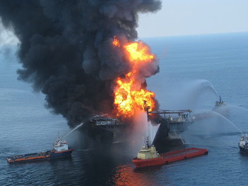800px-Deepwater_Horizon_offshore_drilling_unit_on_fire_2010.jpg